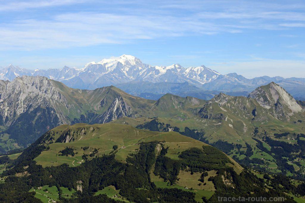 Le Mont Blanc, l'Étale et le Mont Charvin depuis le sommet de la Tournette