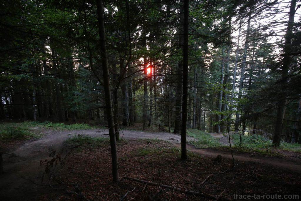 sentier randonnée Coucher de soleil automne Parmelan - Bois Brulé, Villaz
