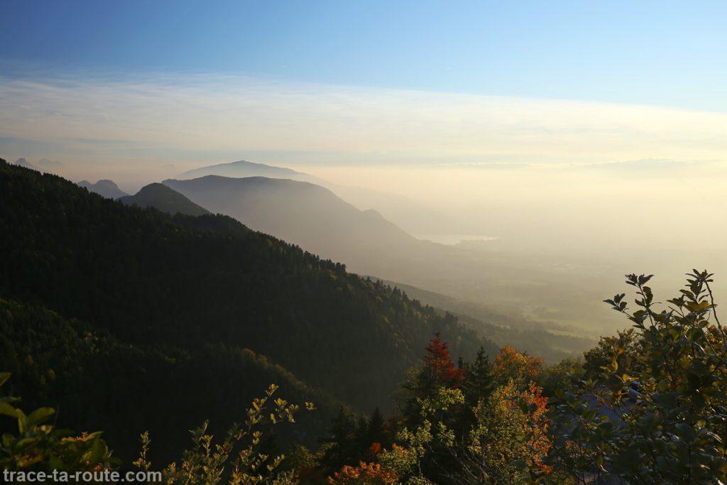 Le Lac d'Annecy et le Mont Veyrier à l'automne - vue depuis Les Taillées du Sautet, Aviernoz (Parmelan)