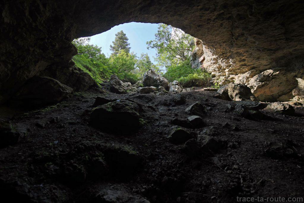 Entrée de la Grotte de l'Enfer, au Parmelan