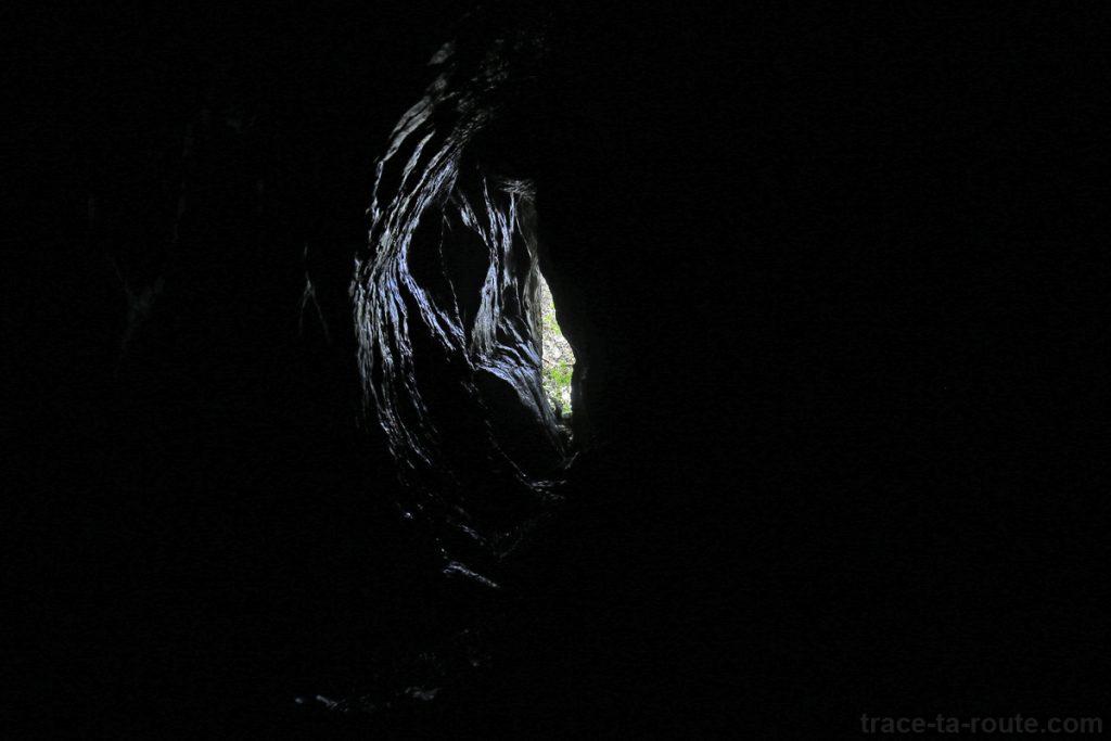 Cheminée d'une grotte au Parmelan