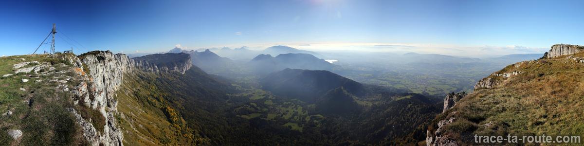Vue au sommet du Parmelan : panorama sur La Blonnière, Bluffy, Lac d'Annecy, Mont Veyrier...