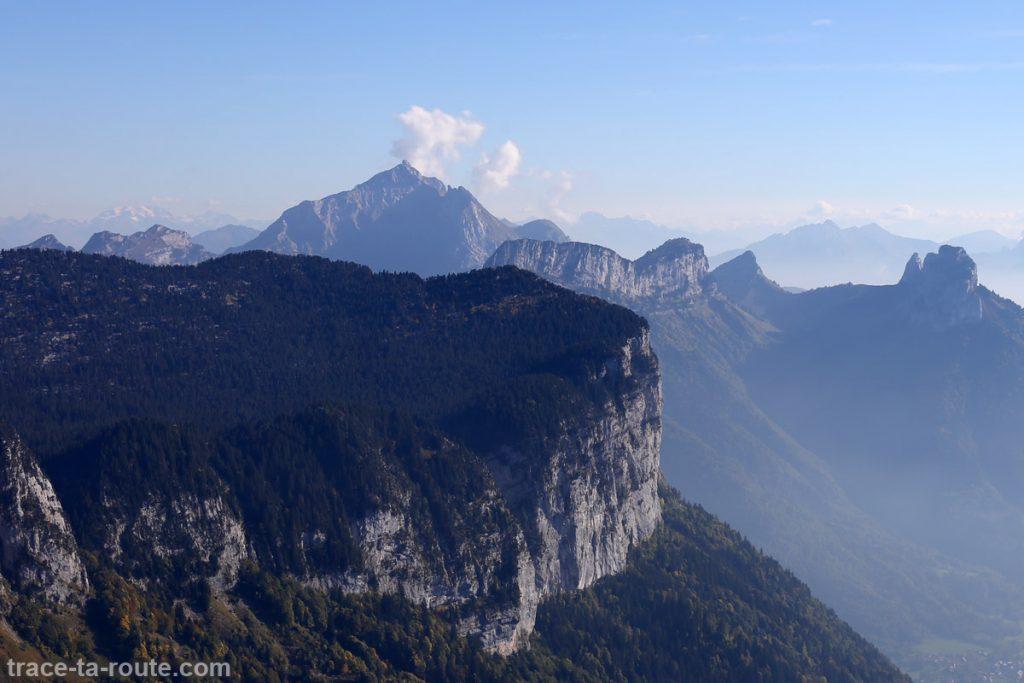 Vue au sommet du Parmelan : Lanfonnet (Dents de Lanfon) et La Tournette