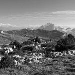 Le Sommet du Parmelan : chalet refuge Camille Dunant, croix sommitale, La Tournette et Lanfonnet