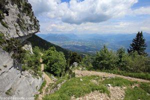 La Combe de Savoie depuis le sentier de randonnée vers le Col de l'Alpe (Chartreuse)