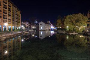 Le Thiou et le Quai des Cordeliers, Annecy de nuit - édouard photographie © Trace Ta Route