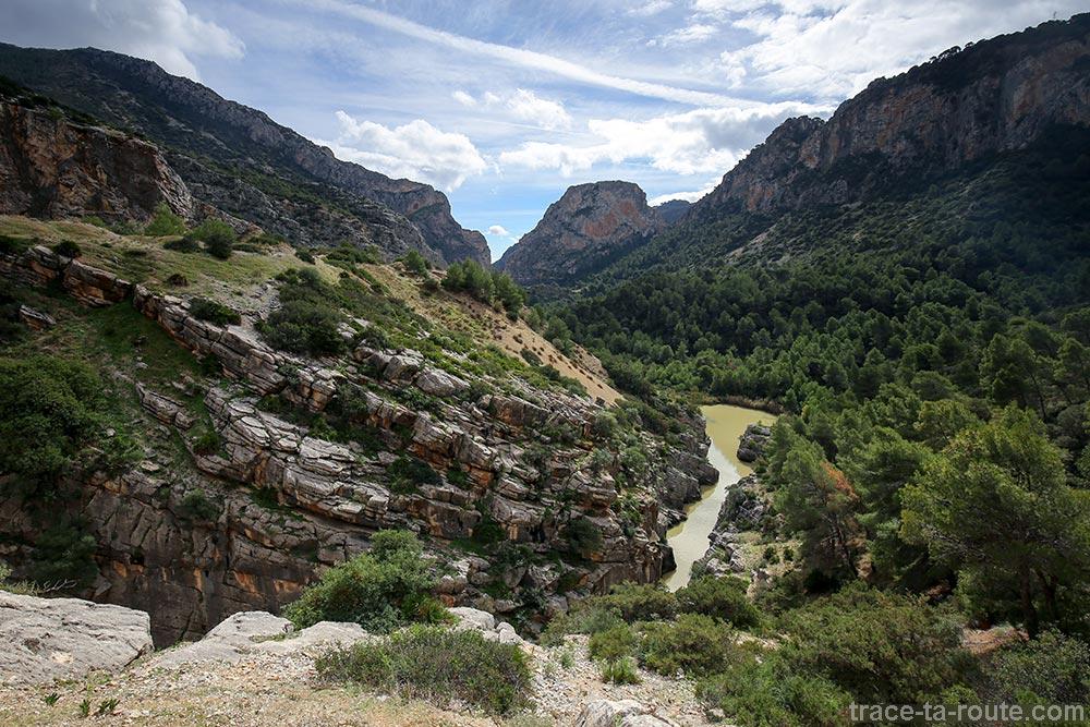 Paysage avec le Rio Guadalhorce, rivière sur le parcours du Caminito del Rey - Ardales, Malaga, Andalousie, Espagne