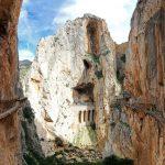 Montagne et voie ferrée sur le parcours du Caminito del Rey - El Chorro, Malaga, Andalousie, Espagne