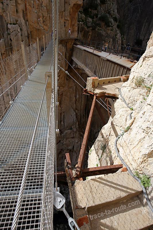 Pont suspendu et ancien parcours via ferrata du Caminito del Rey - El Chorro, Malaga, Andalousie, Espagne