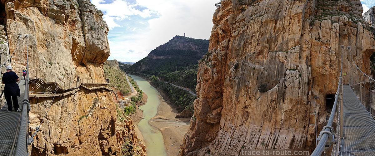 Gorge de los Gaitanes depuis le pont suspendu du Caminito del Rey - El Chorro, Malaga, Andalousie, Espagne