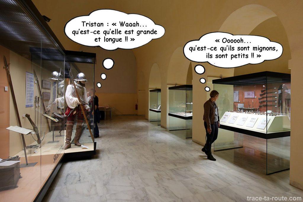 Exposition armes, histoire du Castillo de Gibralfaro de Malaga - salle bâtiment militaire