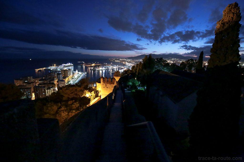 Castillo de Gibralfaro - remparts et vue sur le port de Malaga