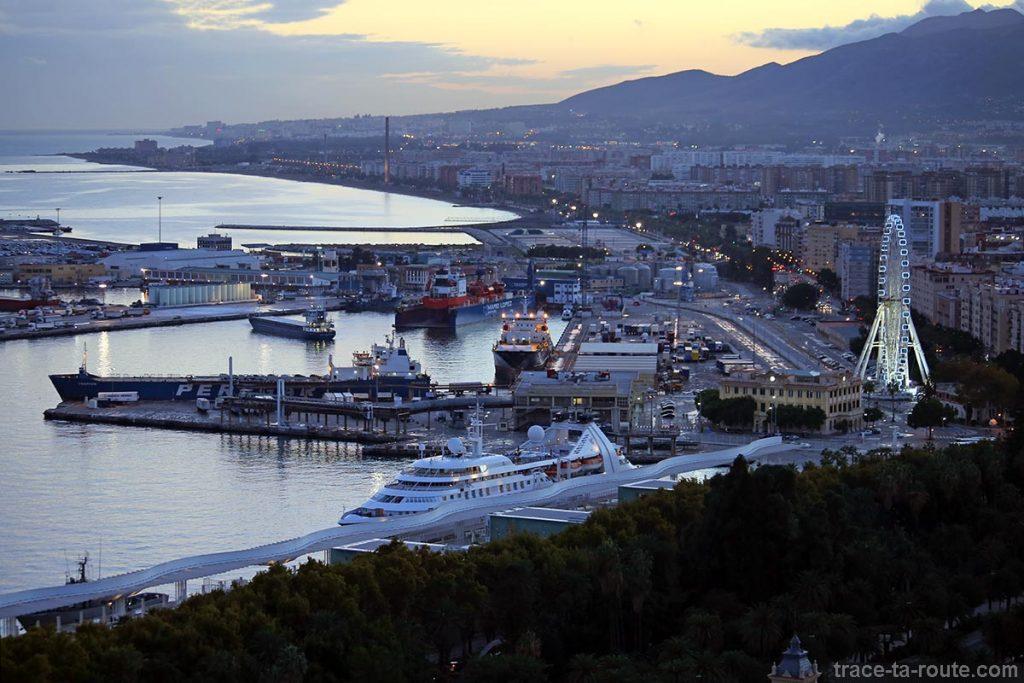 Vue sur le port de Malaga depuis le Mirador de Gibralfaro