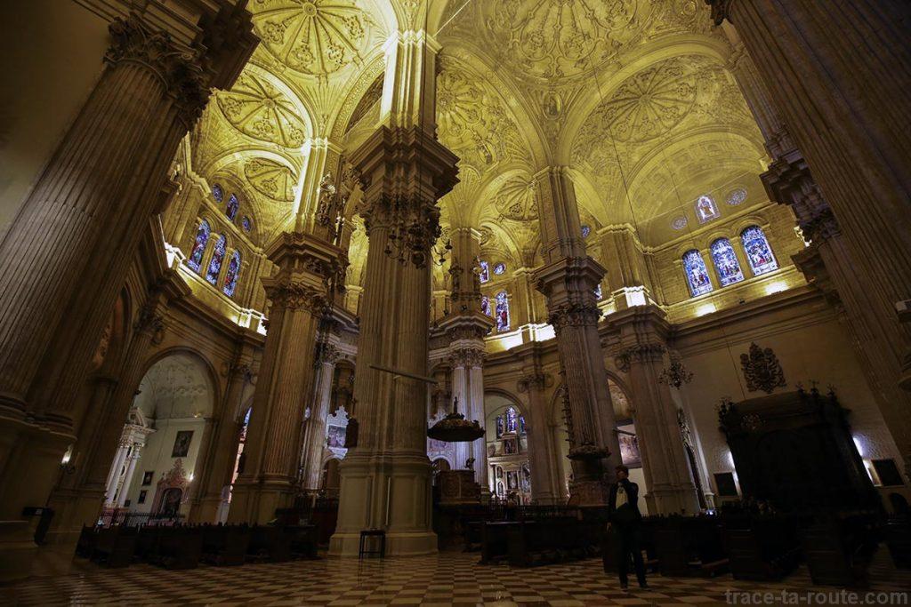 "Nef de la Cathédrale de l'Incarnation de Malaga (Catedral de la Encarnación ""La Manquita"") Intérieur"