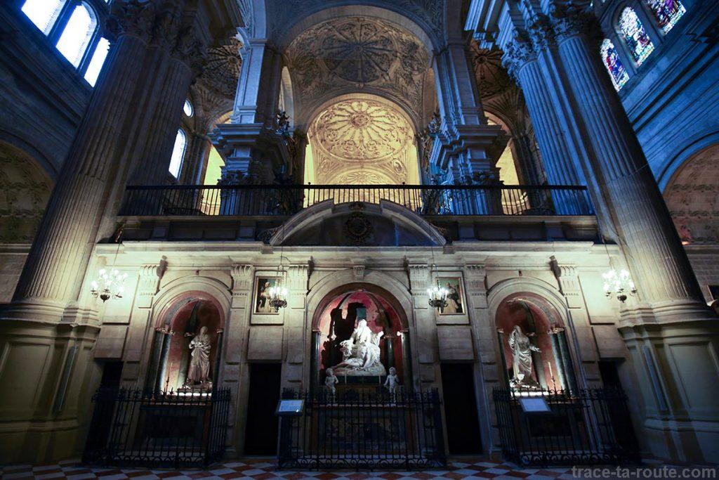 """Sculptures dans la Cathédrale de l'Incarnation de Malaga (Catedral de la Encarnación """"La Manquita"""") Intérieur"""