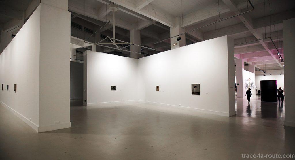Salle intérieur Centre d'Art Contemporain CAC Malaga - exposition Michael Borremans