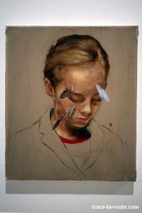 """""""Girl with feathers"""" (2010) Michaël BORREMANS - Exposition """"fixture"""" au Centre d'Art Contemporain CAC Malaga"""