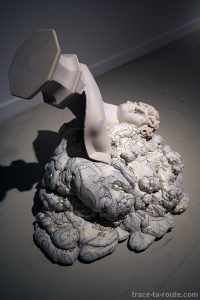 "Sculpture ""Antinoo (ultima materia)"" (2015) Marina VARGAS - Exposition ""Ni animal ni tampoco angel"" au Centre d'Art Contemporain CAC Malaga"