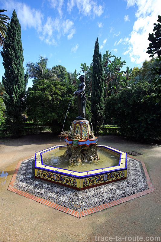 Fontaine dans le jardin botanique du Paseo España, Malaga