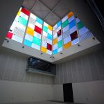 """Intérieur Centre Pompidou Malaga, MuelleUno - """"El Cubo"""" (2015) Daniel BUREN"""