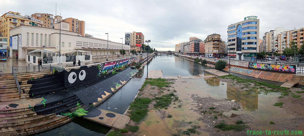 Street Art à Malaga - Graffitis Rio Guadalmedina