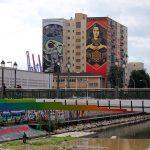 "Street Art à Malaga - ""Paz y Libertad"" Shepard Fairey fresques murs façades immeuble"