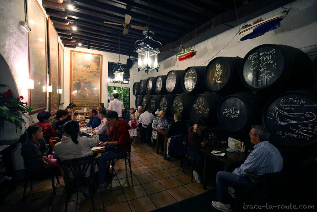 Salle du bar à tapas restaurant bodega El Pimpi, Malaga