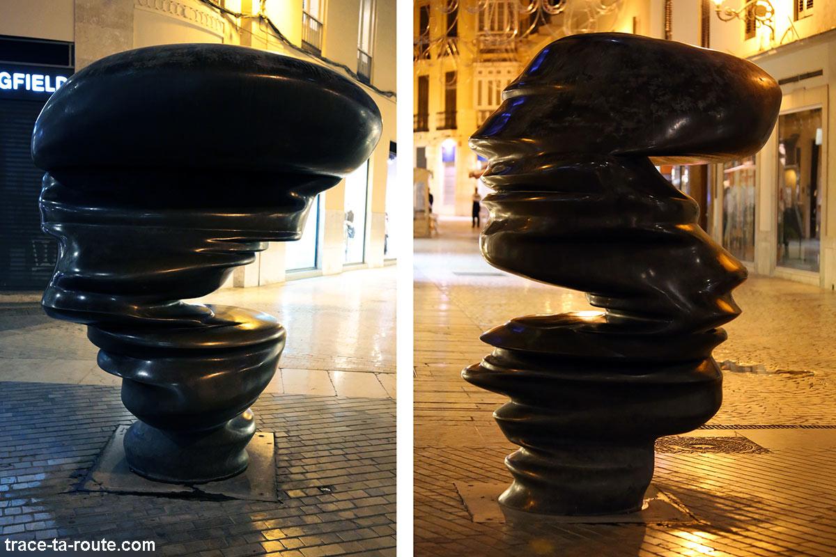 """sculpture anamorphose """"Points of View"""" (2005) Tony Cragg - Calle Strachan / Calle Marqués de Larios / Calle Salinas, Malaga"""