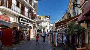ruelle commerçante nerja costa del sol - blog voyage trace ta route