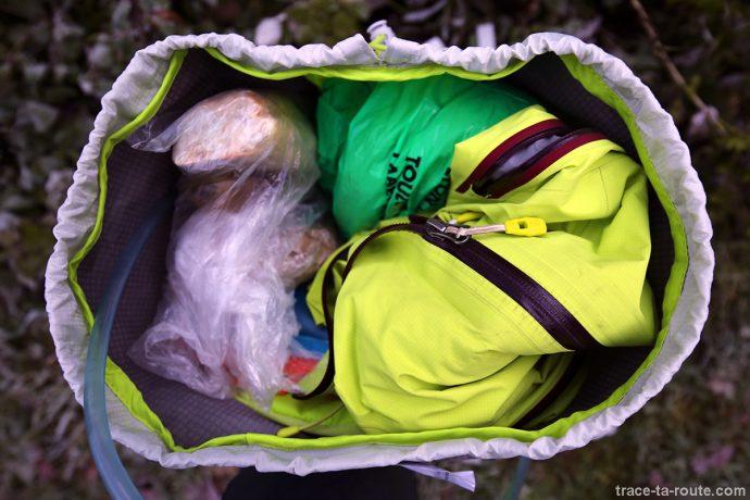 Matériel contenu à l'intérieur du sac à dos MANFROTTO OFFROAD 30L randonnée photo