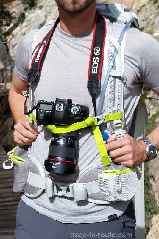 Attache appareil reflex du sac à dos MANFROTTO OFFROAD 30L randonnée photo