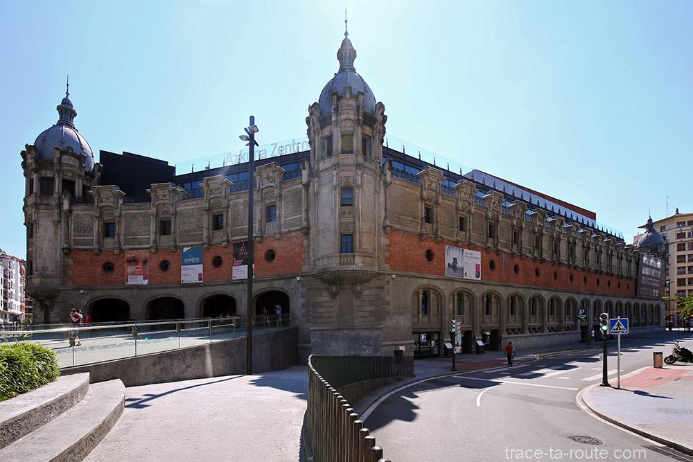 Extérieur architecture bâtiment Alhondiga (Philippe Starck) Bilbao
