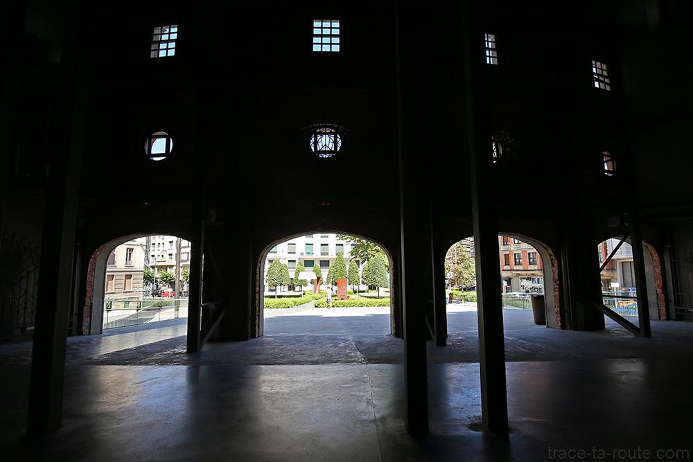 Portes entrée bâtiment Alhondiga (Philippe Starck) Bilbao