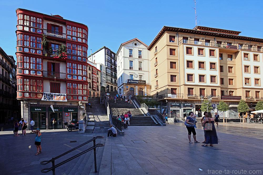 Plaza Miguel Unamuno de Bilbao et escaliers Mallona Galtzada dans Casco Viejo