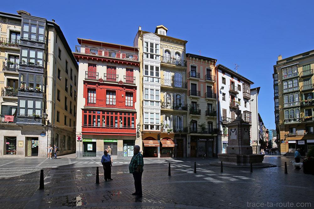 Plaza de Santiago et sa fontaine dans Casco Viejo, Bilbao