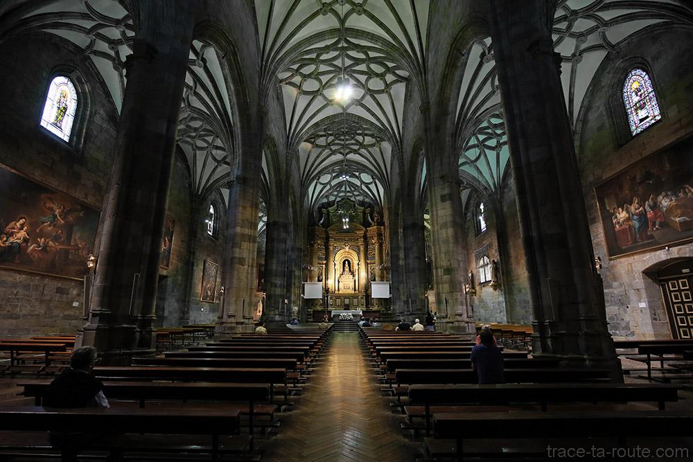 Nef à l'intérieur de la Basilique de Begoña de Bilbao