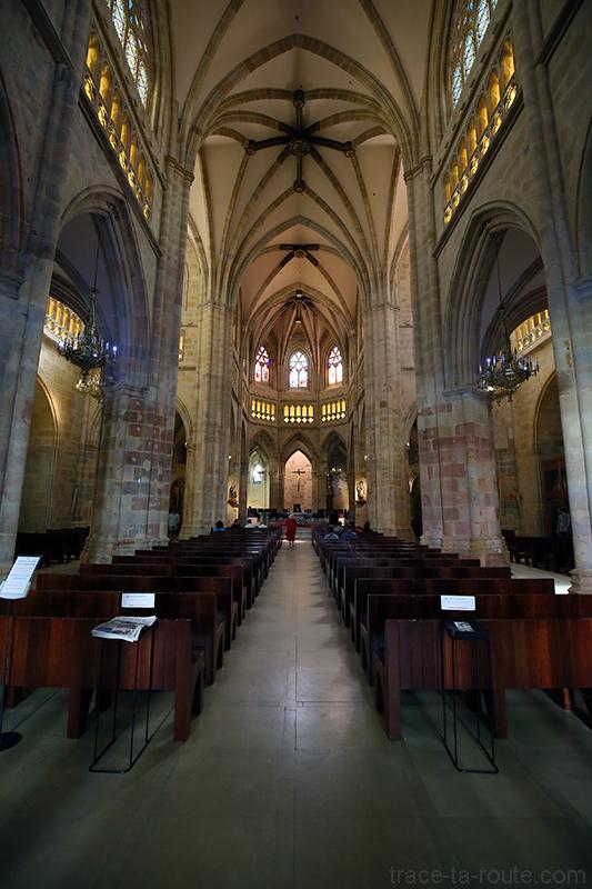 Nef à l'intérieur de la Cathédrale de Santiago de Bilbao