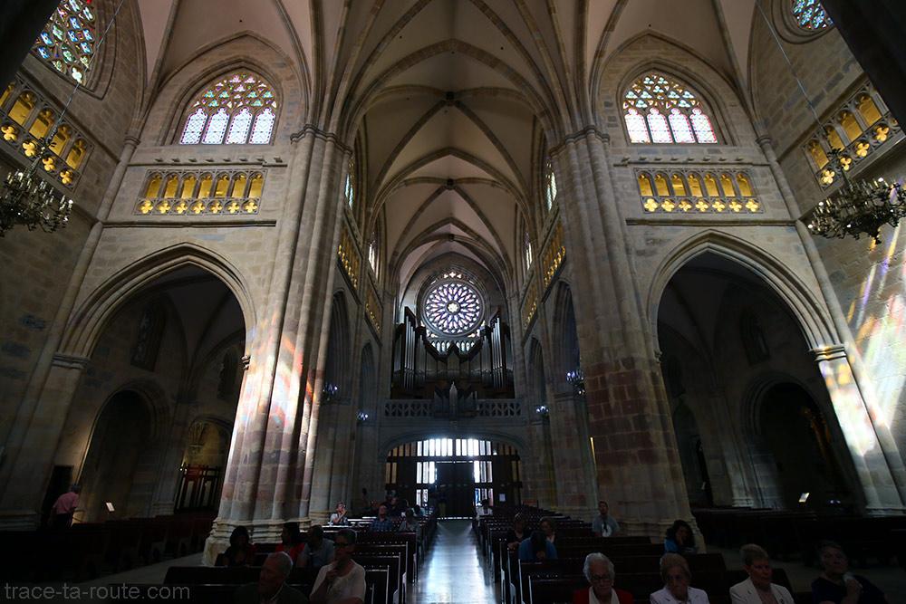 Orgue et croisée du transept à l'intérieur de la Cathédrale de Santiago de Bilbao