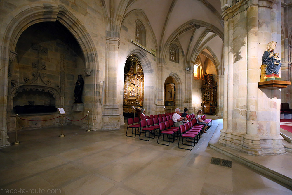 Déambulatoire et chapelles à l'intérieur de la Cathédrale de Santiago de Bilbao