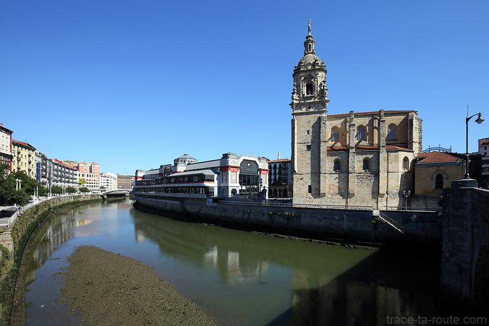 Église San Antón et Marché de la Ribera au bord de la Ria de Bilbao (Casco Viejo) depuis Bilbao la Vieja