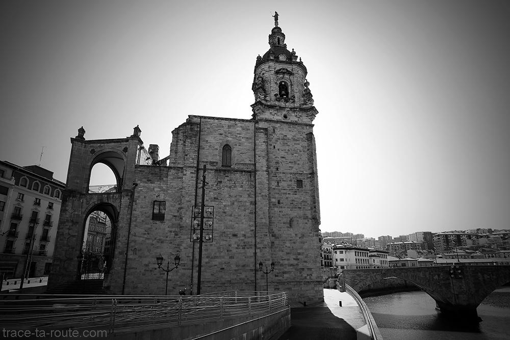 Église San Antón au bord du Nervion de Bilbao (Casco Viejo)