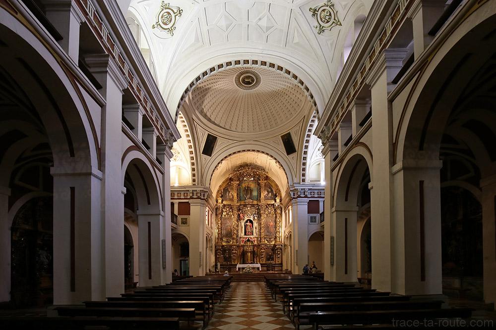 Nef à l'intérieur de l'Église Santos Juanes de Bilbao (Casco Viejo)