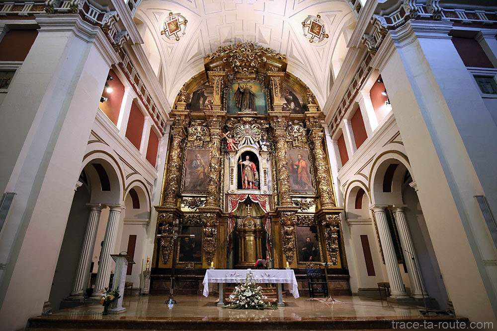 Autel et Choeur à l'intérieur de l'Église Santos Juanes de Bilbao (Casco Viejo)
