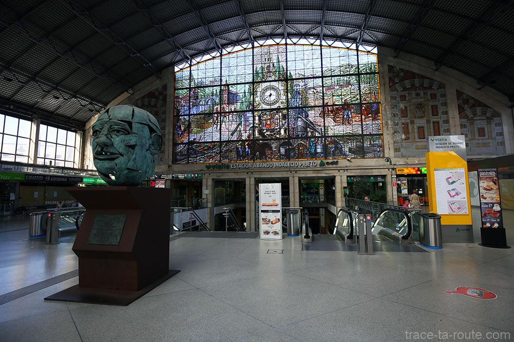 Verrière de vitraux à l'intérieur de la Gare d'Abando de Bilbao