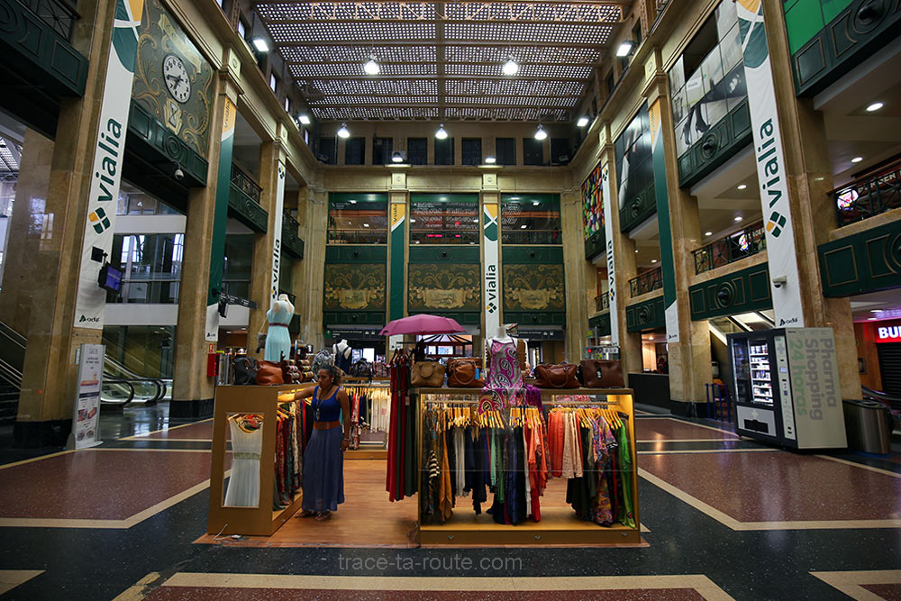 Boutiques à l'intérieur de la Gare d'Abando de Bilbao