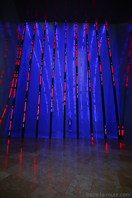 """Installation pour Bilbao"" (1997) Jenny HOLZER - Musée Guggenheim Bilbao"