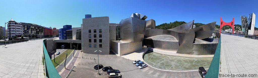 Architecture du Musée Guggenheim Bilbao, depuis le Pont de la Salve