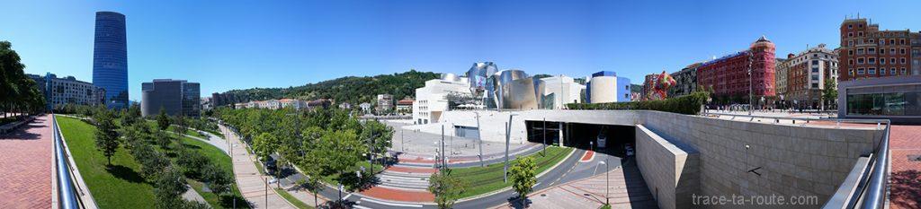 Le Parc Republica de Abando avec la Tour Iberdrola et le Musée Guggenheim Bilbao