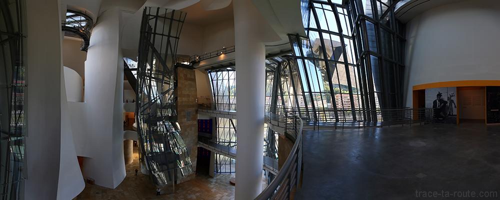 Intérieur architecture Musée Guggenheim Bilbao - Atrium et rampes passerelles