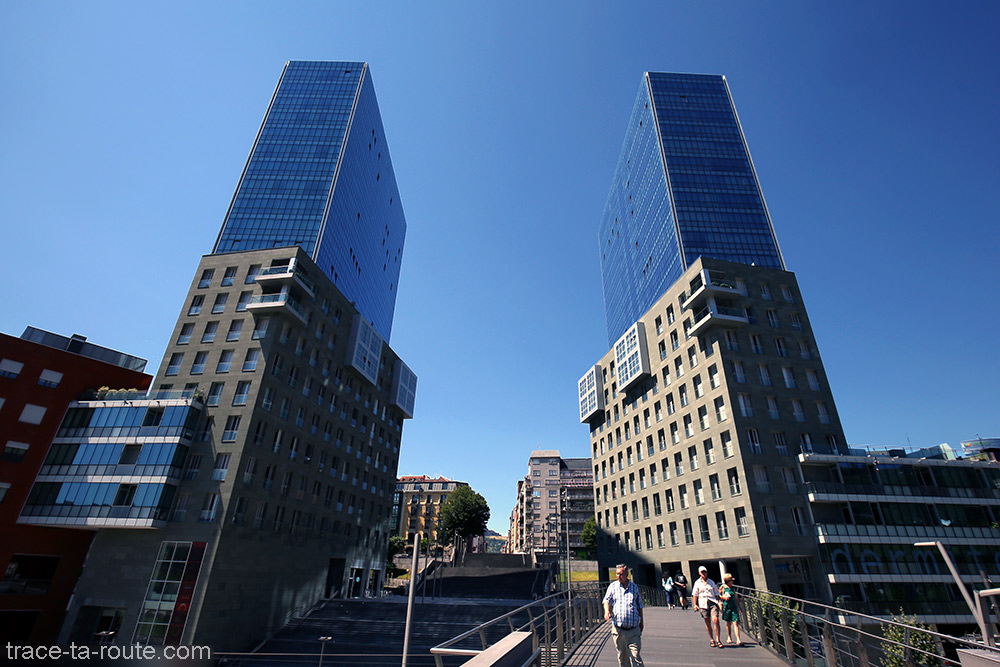 Les deux Tours Isozaki Atea (Arata Isozaki) de Bilbao